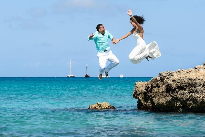 Trash the Dress by Crooze Photography | Aruba Destination Weddings | Aruba Beach Brides