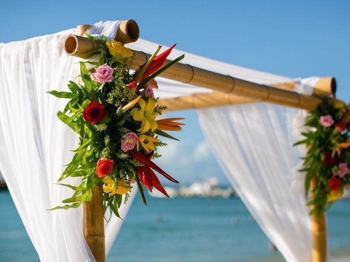 Aruba Holiday Season Bride | Weddings with Aruba Local Holiday Traditions| Beach Brides