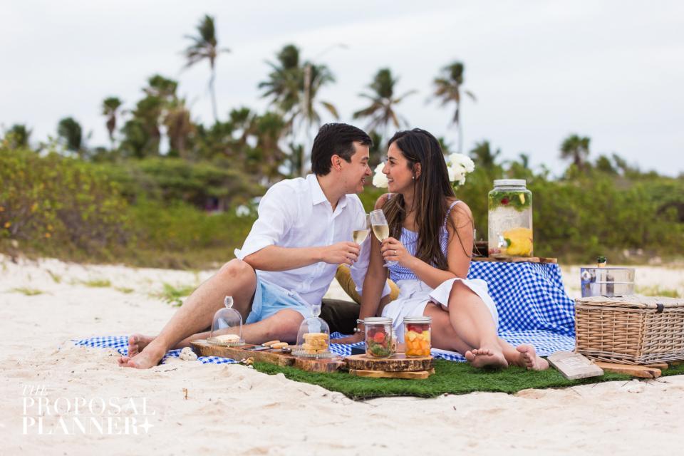Aruba, aruba wedding, destination wedding, real wedding, wedding story, one happy island, travel, caribbean wedding, wedding planning, wedding photography, proposal, Beach bride , beach proposal idea