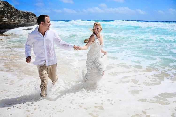 Aruba Wedding Photographer Bella Aruba Photography | Trash the Dress Photoshoot | Aruba Beach Bridesq