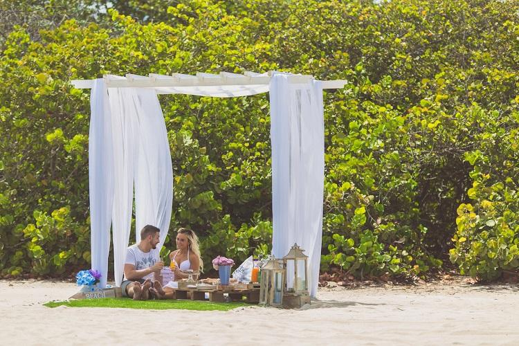 Aruba Romantic Activities for Two | Beach and Park Picnic | Beach Brides