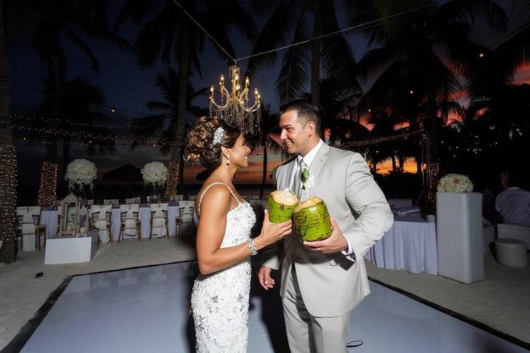 Aruba Coconuts | Aruba Weddings | Victor Winklaar photography | Beach Brides