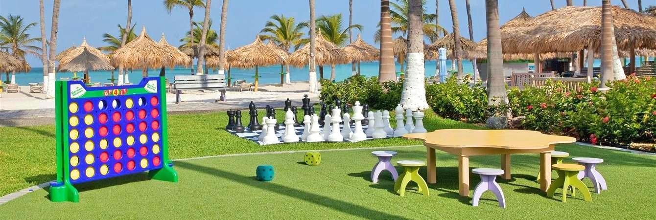 Aruba Destination Weddings | Holiday Inn Resort Aruba family friendly vacations | Beach Brides aruba wedding blog