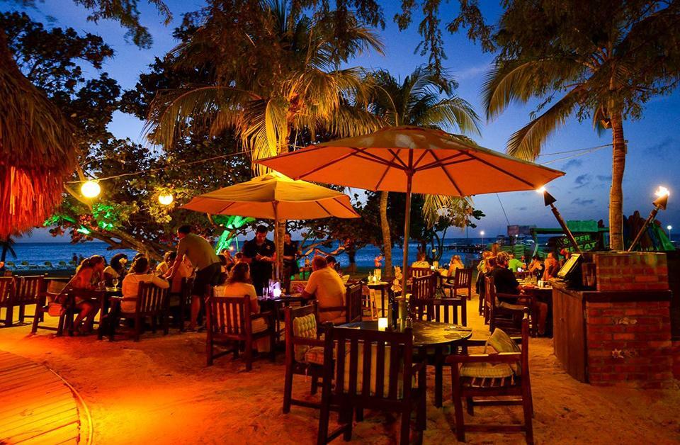 Aruba, aruba wedding, destination wedding, real wedding, wedding story, one happy island, travel, caribbean wedding, wedding planning, wedding photography