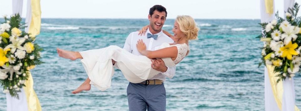 Aruba Destination Wedding Venue | Divi Phoenix Beach Resort | Beach Brides