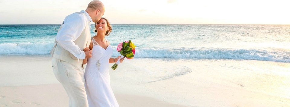 Aruba Beach Wedding Venue | Manchebo Beach Resort & Spa | Beach Brides